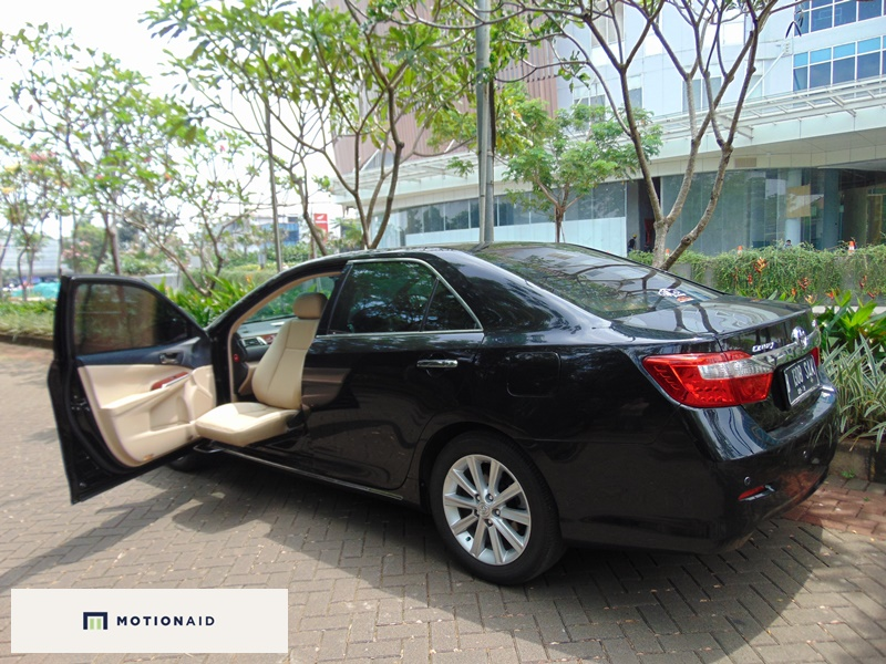 sedan welcab camry (2)